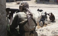 Militants from the Hizbul Islam take positions at a checkpoint in Mogadishu