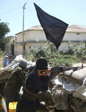 Armed militants from Somalia's Hizbul Islam rebel group take position as they guard a roadblock in southern Mogadishu