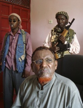 Sheikh Hassan Dahir Aweys, leader of the Hizbul Islam insurgent group, speaks at a news conference in Mogadishu